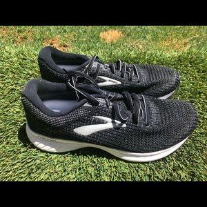 Women's Brooks Revel 3 Running shoes sz 9